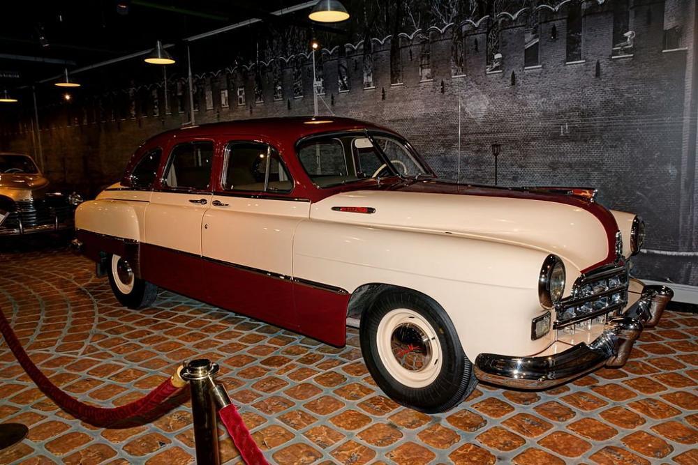 Arkhangelskoye_Vadim_Zadorozhnys_Vehicle_Museum_GAZ-12_ZIM_IMG_9627_2150.thumb.jpg.eb8e7b6fac1eac353ef34b910ec38185.jpg